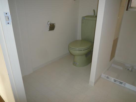 2kai toilet.jpg